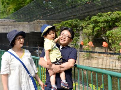 家族とのふれあいの時間もたっぷり。 この日は高岡古城公園動物園(無料)へ。