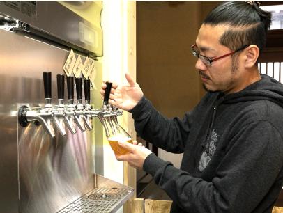 通年で醸造している金屋エールは、フルーティな香りが特長。癖がなく飲みやすい味わいだ。