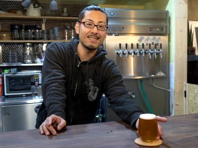 消費者との距離が近いのもクラフトビールの魅力と語る大島さん。「持ち帰り用の瓶もあるので、いつでもふらっと寄ってほしいですね」