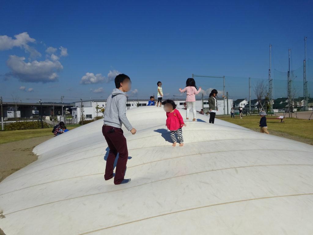 子どもと一緒に、高岡西部総合公園へ。